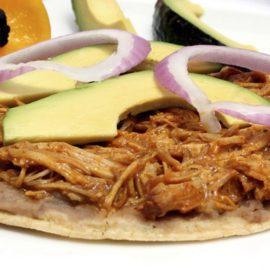 Cochinita pibil, platillo estrella de Yucatán