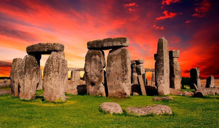 solsticio-en-Stonehenge-suspendiso-por-covid