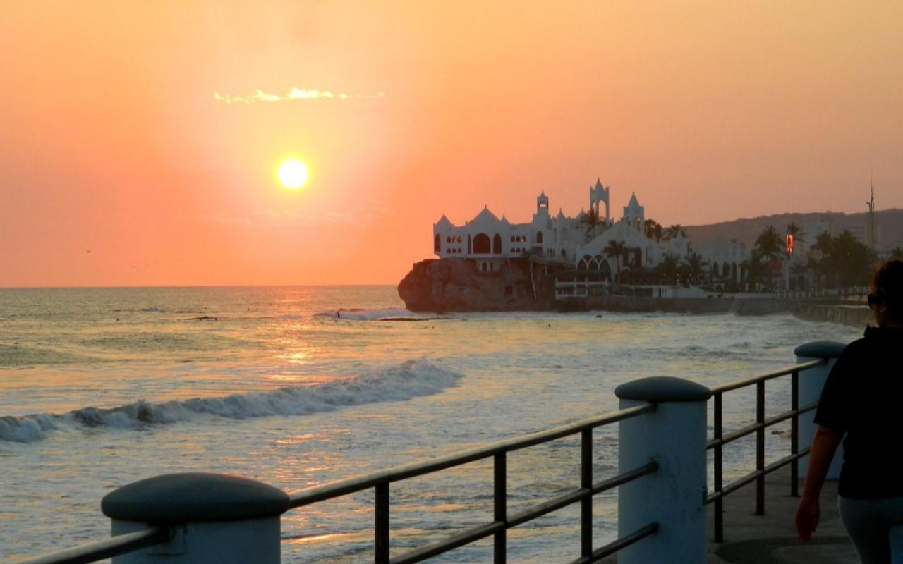 Nuevo cierre de playas en México por sobrepoblación
