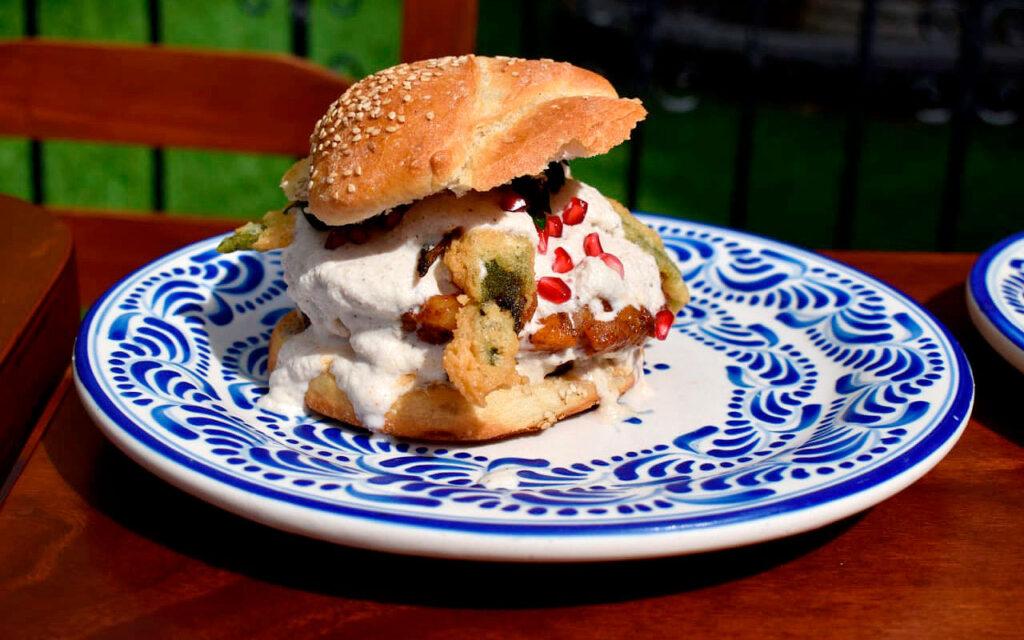 hamburguesa-cemita-nogada-fonda-de-santa-clara