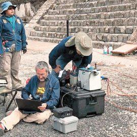 Descubren una cueva y túneles debajo de la Pirámide de la Luna