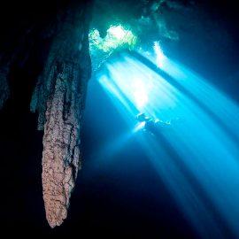 Fotógrafo mexicano encuentra cinco cenotes de agua dulce en mar de Quintana Roo