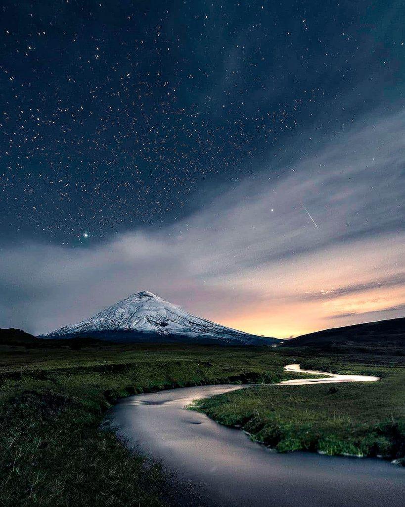 Volcán Cotopaxi en la Cordillera de los Andes