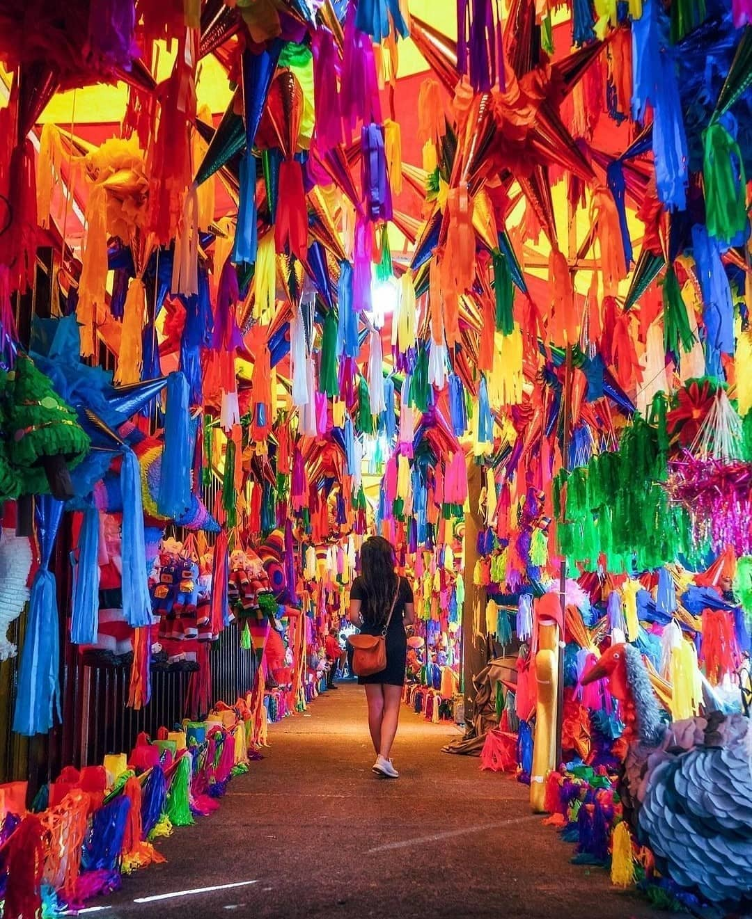 artesanías mexicanas piñatas
