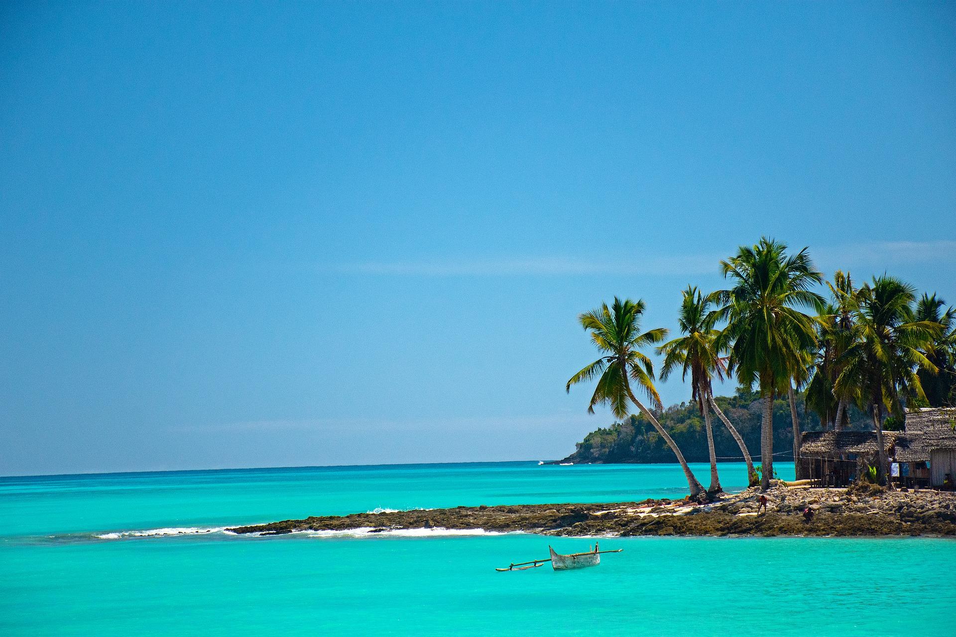 viaje a madagascar playas mar`