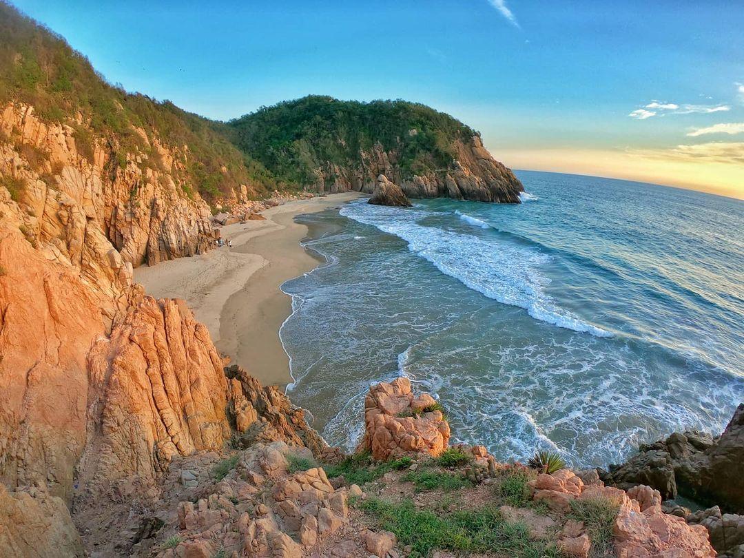 playas tranquilas mexico colima
